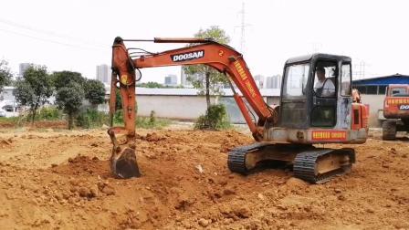 武汉特能教育挖掘机培训挖沟回填
