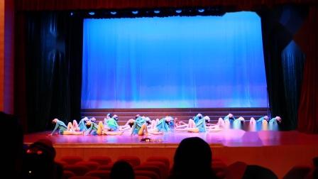 青岛嘉峪关学校舞蹈团演出《泳气》