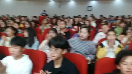 安徽滁州城市职业学院现场表演《我爱你中国》锯琴演奏者:周双喜,摄影英子