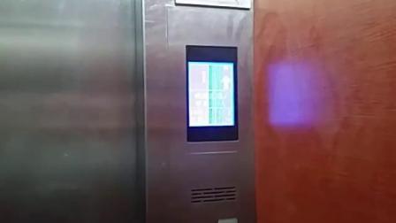 购物公园电梯1