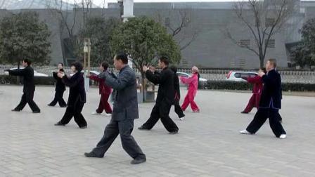 赵幼斌大师2014年元月在西安领练杨式太极拳85式_标清
