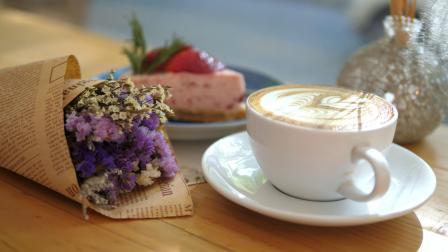 1021咖啡店蛋糕店紫色花束装饰花瓶悠闲精致下午茶