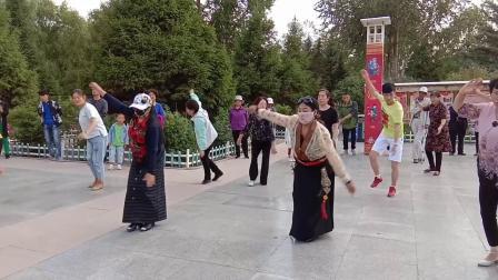 西宁城中区广场锅庄舞