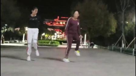 燕子和朋友跳舞  同恩 上传2019.11.11