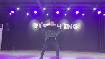 湖北十堰CY悦橙舞蹈培训学校导师:黄锦华YOYO。urban/jazz/街舞。音乐🎵:Bad intentions。