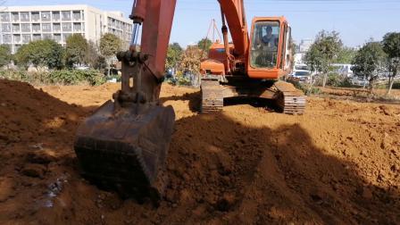 武汉特能教育挖掘机培训挖圆坑