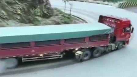 大货车一把过弯道,技术真好!网友-最牛的还是后面摩托车大哥!