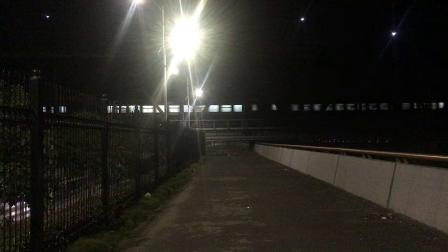 沪昆绕行线 K1438次通过钱塘江大桥