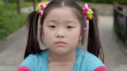 小女孩骑自行车在半路上被坏人拦住后催眠