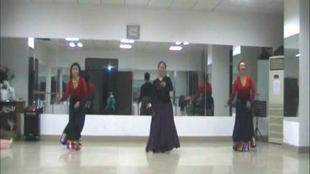 舞蹈《北京的金山上》网上学习舞蹈。一次课就学完了这个舞蹈,因一周才见一面,所以没有时间练习,只好录一个视频保存。
