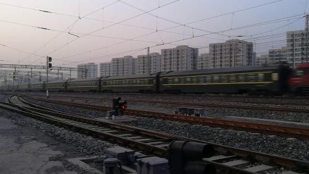 客车Z14次(广州东-沈阳北)张贵庄站1道通过去军粮城方向