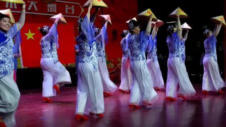 滨海新区新港中老年艺术团公益演出-14舞蹈《军民团结一家亲》