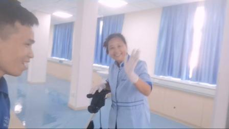 港进物业管理公司的医院物业保洁,PVC地胶板打蜡施工,你见过吗?