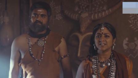 开挂的印度电影,小伙举起千斤巨石健步如飞,看呆围观吃瓜群众!
