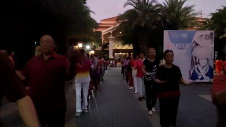 中国新时代有氧健身操总教练胡艳杰老师在海南东方精彩演绎