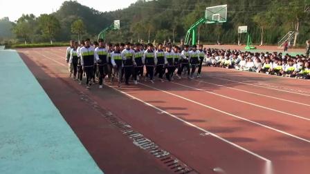 航拍中国广西昭平县五将中学山顶军训汇操实况(一)