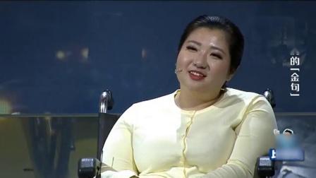 55岁大姐做梦梦到涂磊老师,如今上台涂磊帮她戴花,大姐激动了!