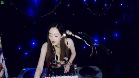 靓妹全新热爱音乐DJ2019现场美女打碟串烧Dj-苹果(111)