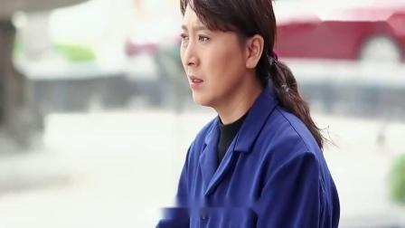 俺娘田小草:女孩不在学校上课,竟跑去酒吧卖酒,被继母发现了