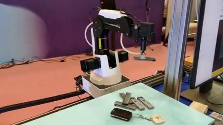 趣脑洞巴-带你趣看展:智能机器人识别物件与搬运物件【蚂雅令科技玩得趣】