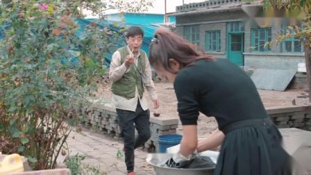短剧媳妇给老公洗衣服,谁料却洗出老公这么多私房钱,太有趣了
