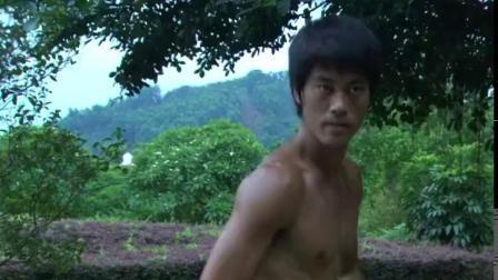 李小龙传奇:李小龙和泰拳高手对决,对方在胳膊上藏钢板当武器