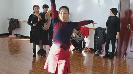 刘老师示范拉丁伦巴舞