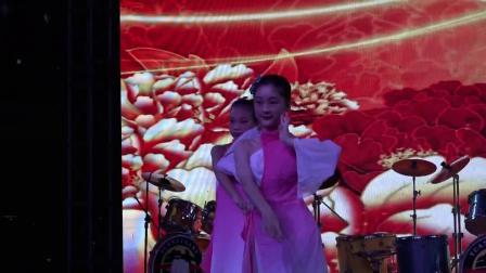 94、中国舞6.7级班  《万花谷》园林艺术培训中心