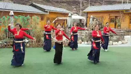松潘县民族舞协会一锅之缘锅庄队风彩。179