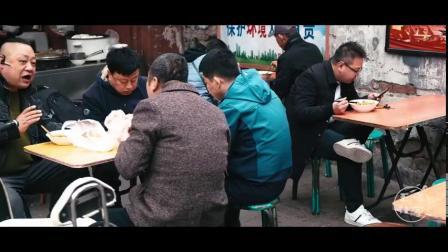 【西安的早晨,从肉丸胡辣汤开始】说到西安的早餐,肉丸胡辣汤就不得不提。西安人对它的爱,是从早上睁眼就开始的。吃的时候无论是配着白吉馍还是腊牛...
