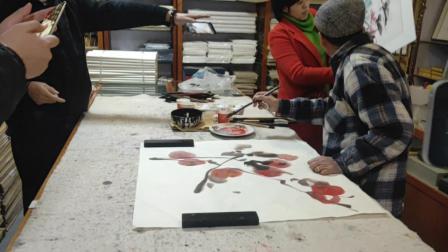 德高望重的王云霄老师即兴创作国画作品《寿桃》