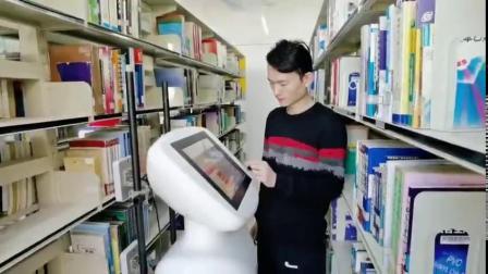 """【天大图书管理机器人上岗】 近日,天津大学研发的AI""""智图""""机器人在天津大学图书馆上岗工作,在书海中""""巡逻""""。据了解,图书馆中有数以万计、百..."""