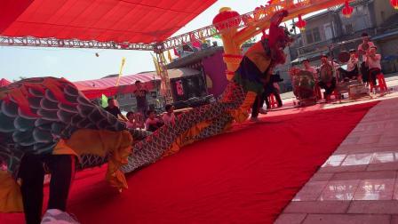 广东省汕尾市新義馆舞狮团在东涌镇王爷町公厅排狮