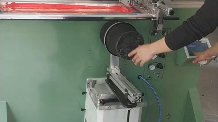 全自动丝印机全自动丝网印刷机自动化滚印机圆形圆面曲面网版印刷机花盆塑料桶玻璃水壶灯罩灯壳移印机金属不锈钢铝管塑料瓶玻璃杯酒瓶丝印设备平板打印机烫金机热转印机