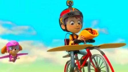 汪汪队立大功:大家飞天救丹尼,小力捡到超豪华披萨!