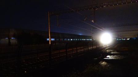 上局沪段HXD1D牵引T110次客车通过原安亭站遗址