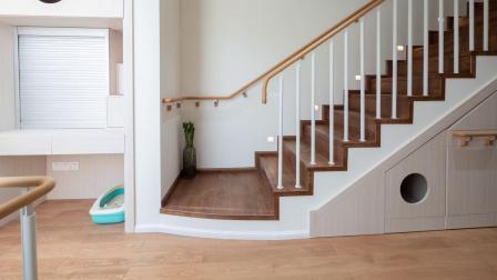 看到这样的安装,只想大呼:我家的地板交给他们绝对放心!