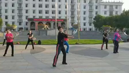 济宁小葛在19年山西大同全国柔力球培训中练习《点赞中国》