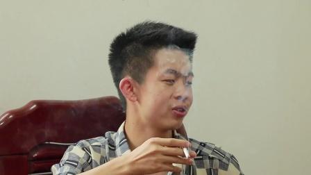 闽南语搞笑视频:耿直小伙租车位失败,如今把管理员踩在脚下