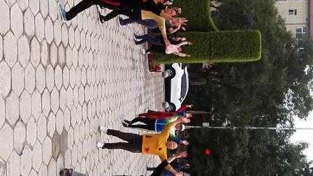 2019岭上公园剑舞瑛姿团队广场舞晨练《迈进新时代》