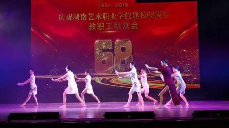 舞蹈《蝴蝶与蓝》演出片段