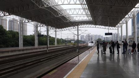 2019年10月22日,G7264次(上海站-合肥南站)本务中国铁路上海局集团有限公司南京动车段合肥南动车运用所CRH2C-2109+2142常州站进站
