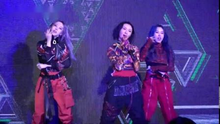 5日,MAMAMOO华莎-辉人-玟星出席Grimae Awards,带来《HIP》精彩舞台,超A的妈木!