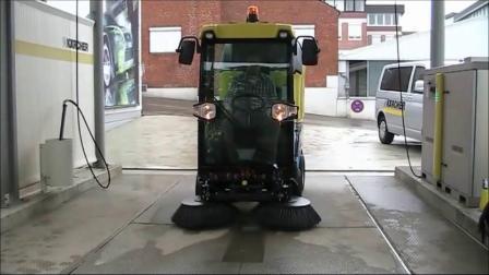 国外典型柴油小扫Karcher MC50多功能扫地车操控介绍视频