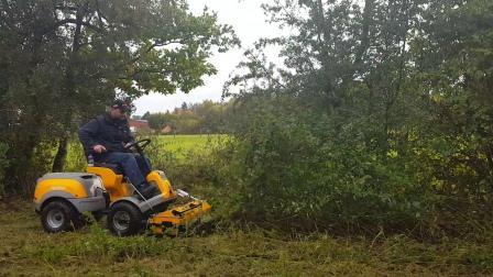 Stiga 四驱割草机,乘坐式甩刀割草机