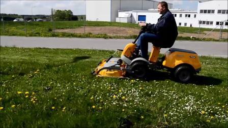 静液压无极变速四驱割草机用于工业园区草坪割草