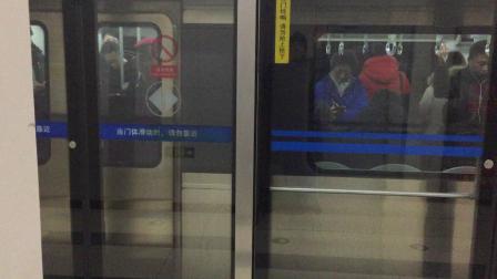 北京地铁10号线内环列车出牡丹园站