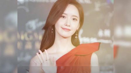 林允儿穿红色长裙现身红毯,生图能打,少见的气质大方的韩国艺人