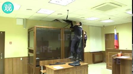 高手啊,俄罗斯嫌疑犯在警察的眼皮底下越狱,在下佩服