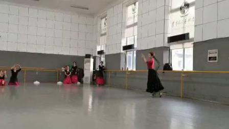 维吾尔族舞蹈《步伐组合》